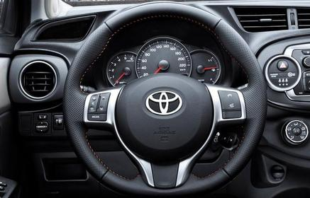 Slider_toyota-yaris_2012_800x600_wallpaper_53