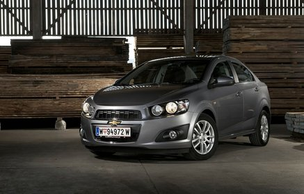 Slider_chevrolet-aveo_sedan_2012_1024x768_wallpaper_01